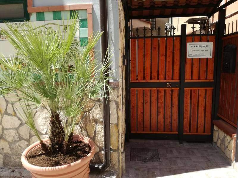 cancello ingresso Bed and breakfast battipaglia affittacamere pensione albergo
