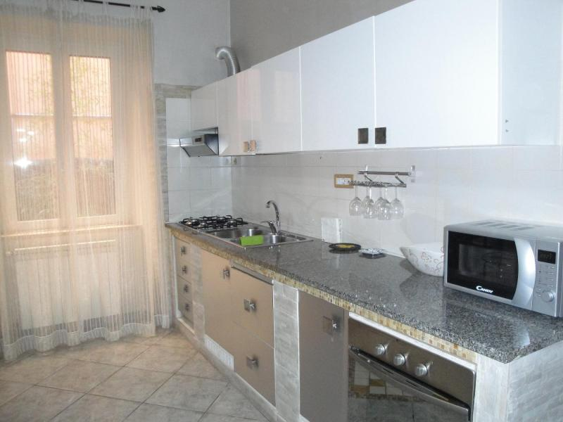 vista cucina attrezzata IRIS - camera bed and breakfast Battipaglia