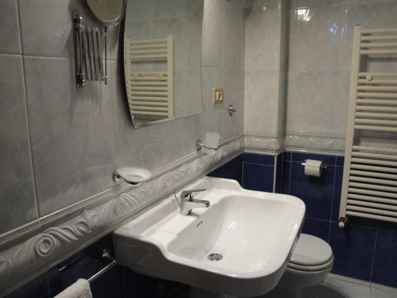 bagno in camera monolocale iris bed and breakfast battipaglia affittacamere casa vacanze