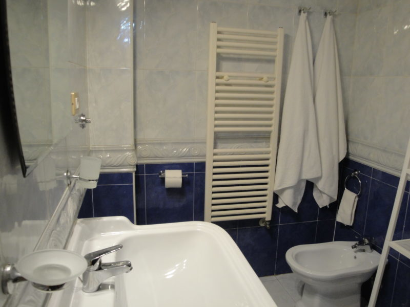 bagno privato camera iris bed and breakfast battipaglia affittacamere casa vacanze