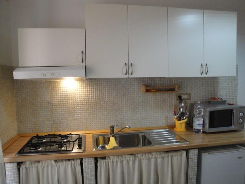 cucina privata bilocale narciso B&B Battipaglia affittacamere casa vacanze
