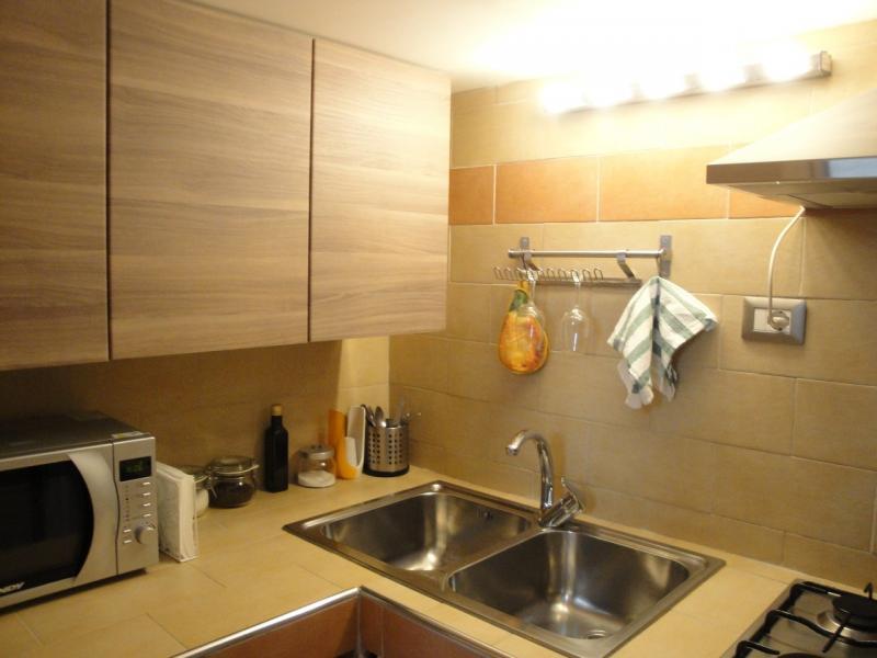 cucina attrezzata monolocale girasole casa vacanze battipaglia B&B affittacamere