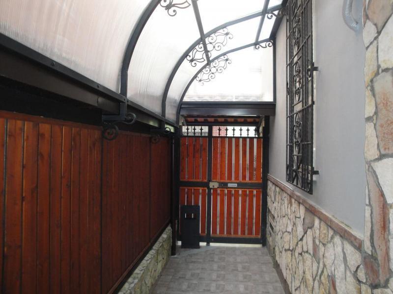 ingresso privato con cancello ospiti bed and breakfast battipaglia affittacamere