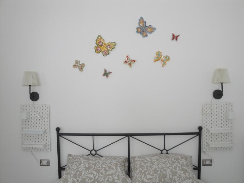 letto matrimoniale monolocale camera girasole bed and breakfast battipaglia affittacamere
