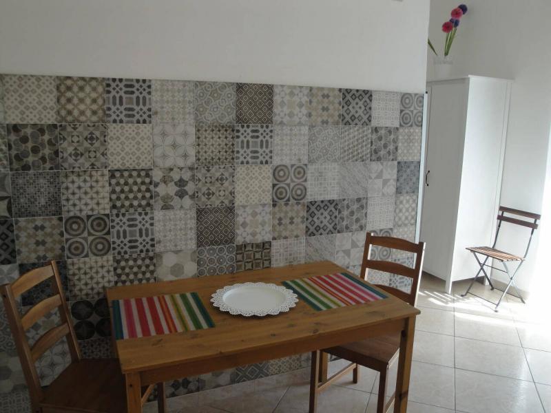 tavolo pranzo camera fiordaliso B&B battipaglia affittacamere casa vacanze