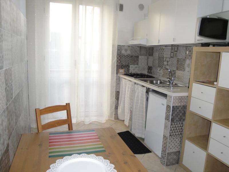 vista angolo cucina camera fiordaliso B&B battipaglia affittacamere casa vacanze