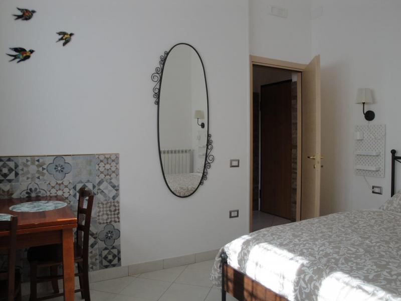 zona pranzo camera girasole bed and breakfast battipaglia affittacamere guesthouse