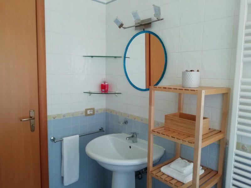 Bagno in camera monolocale Fiordaliso bed and breakfast battipaglia affittacamere