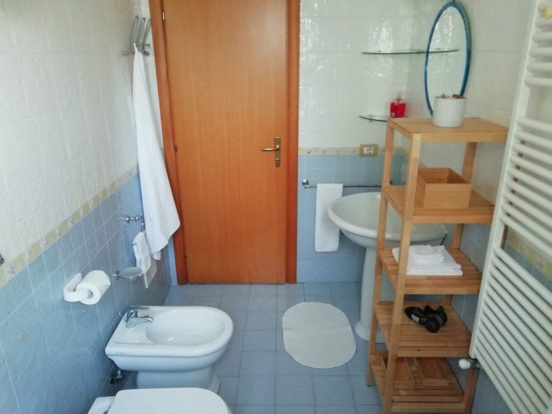 Bagno privato monolocale indipendente Fiordaliso b&b battipaglia affittacamere guesthouse